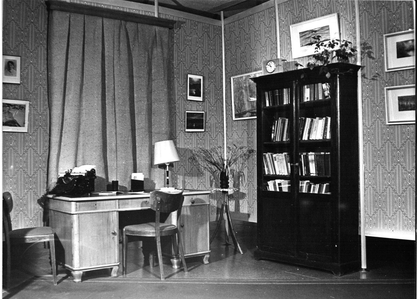 """Выставка """"А.Л. Чижевский – ученый, художник, поэт"""". 1990 г."""