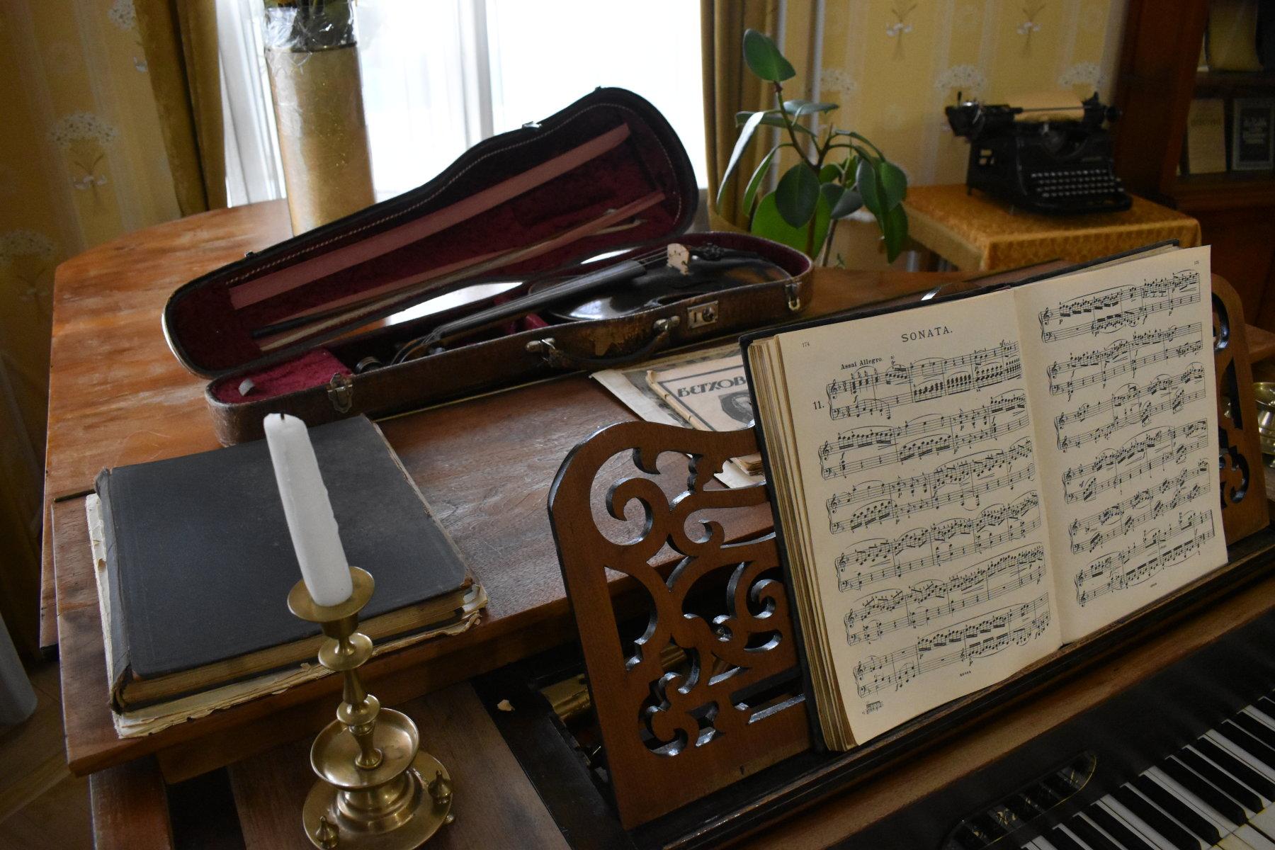 Рояль NOKKERT, скрипка, XIX век