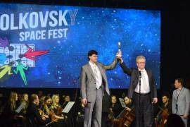 Вручение приза. Фото: Михаил Борисов / Ника ТВ